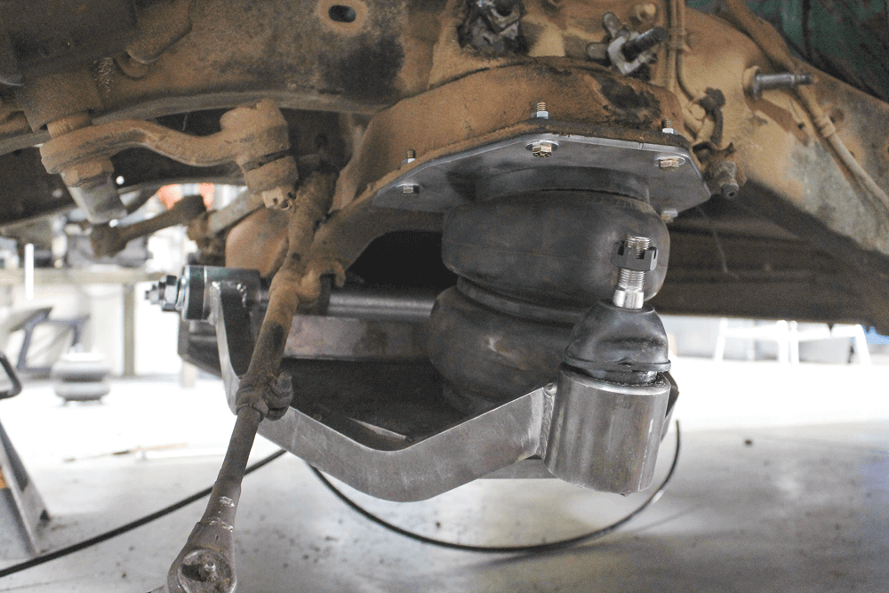 C10 FRONT SUSPENSION AIRBAG AND CONTROL ARM UPGRADES | Street Trucks