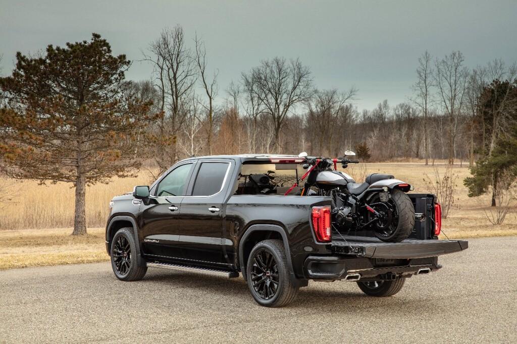 2020 GMC Sierra 1500 is Packed with Tech | Street Trucks