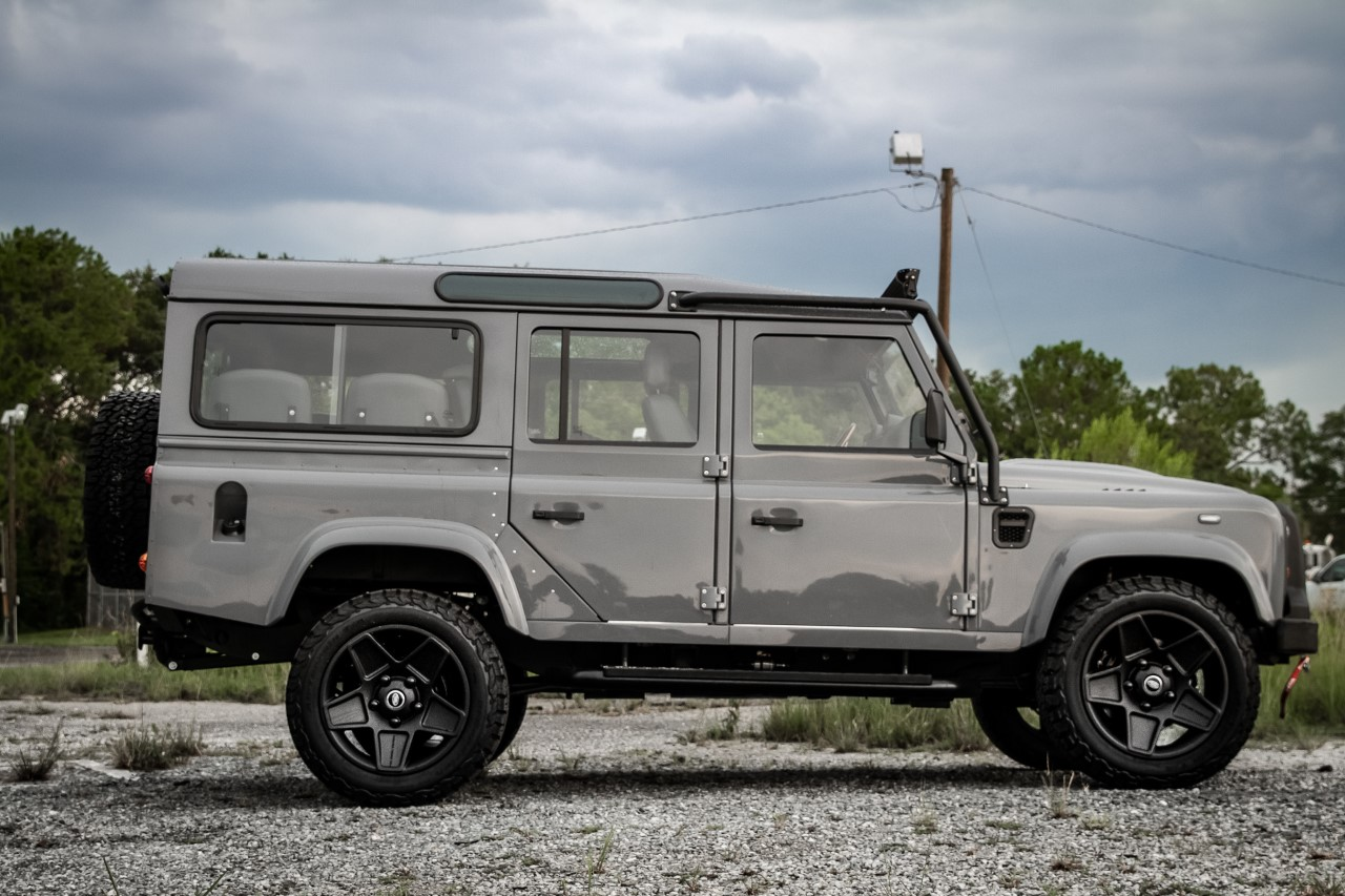 Project Ghost Custom Defender 110 With Unrivaled Charisma That You Won T Get In A G Class Street Trucks